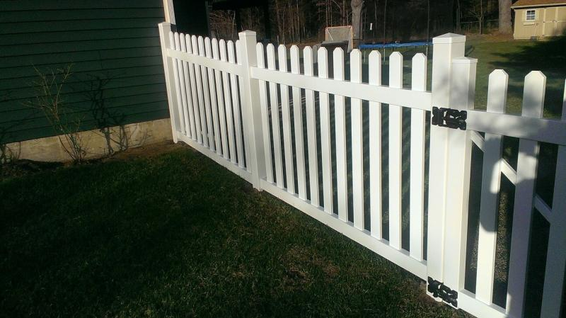 Flat Top Picket Buetts Fence